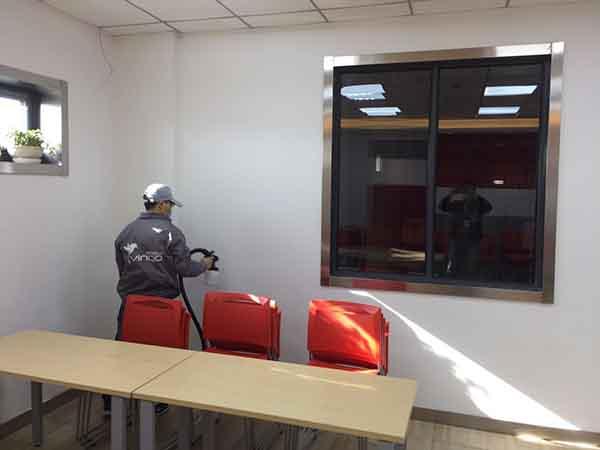 保税区百胜餐饮墙面喷涂施工